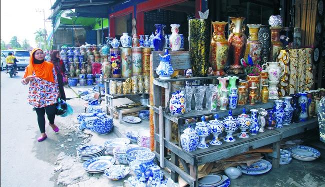 gambar-pasar-keramik-belawan-medan